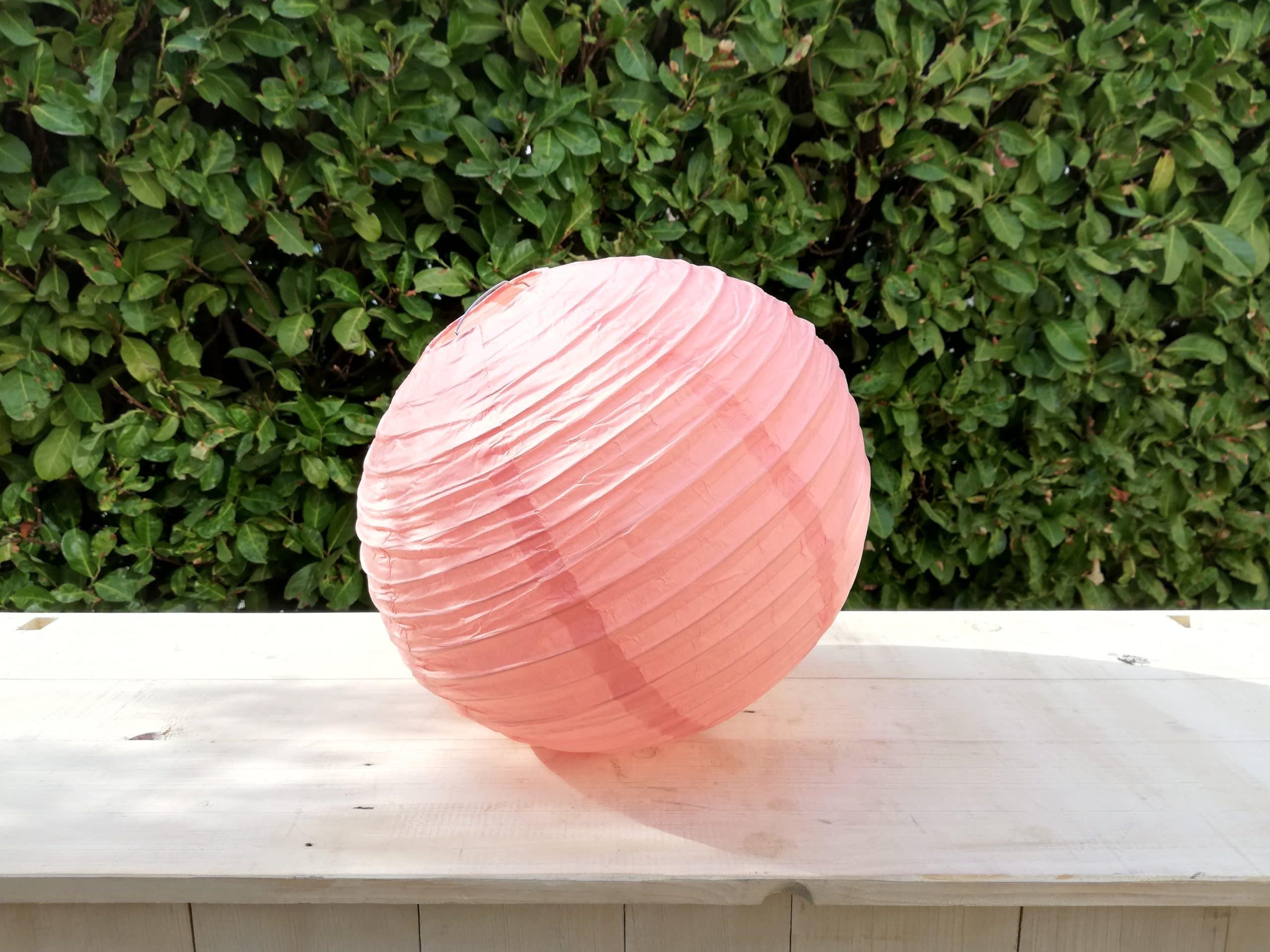 location de boules chinoises corail pour décoration de mariage proposées par esprit pop'up