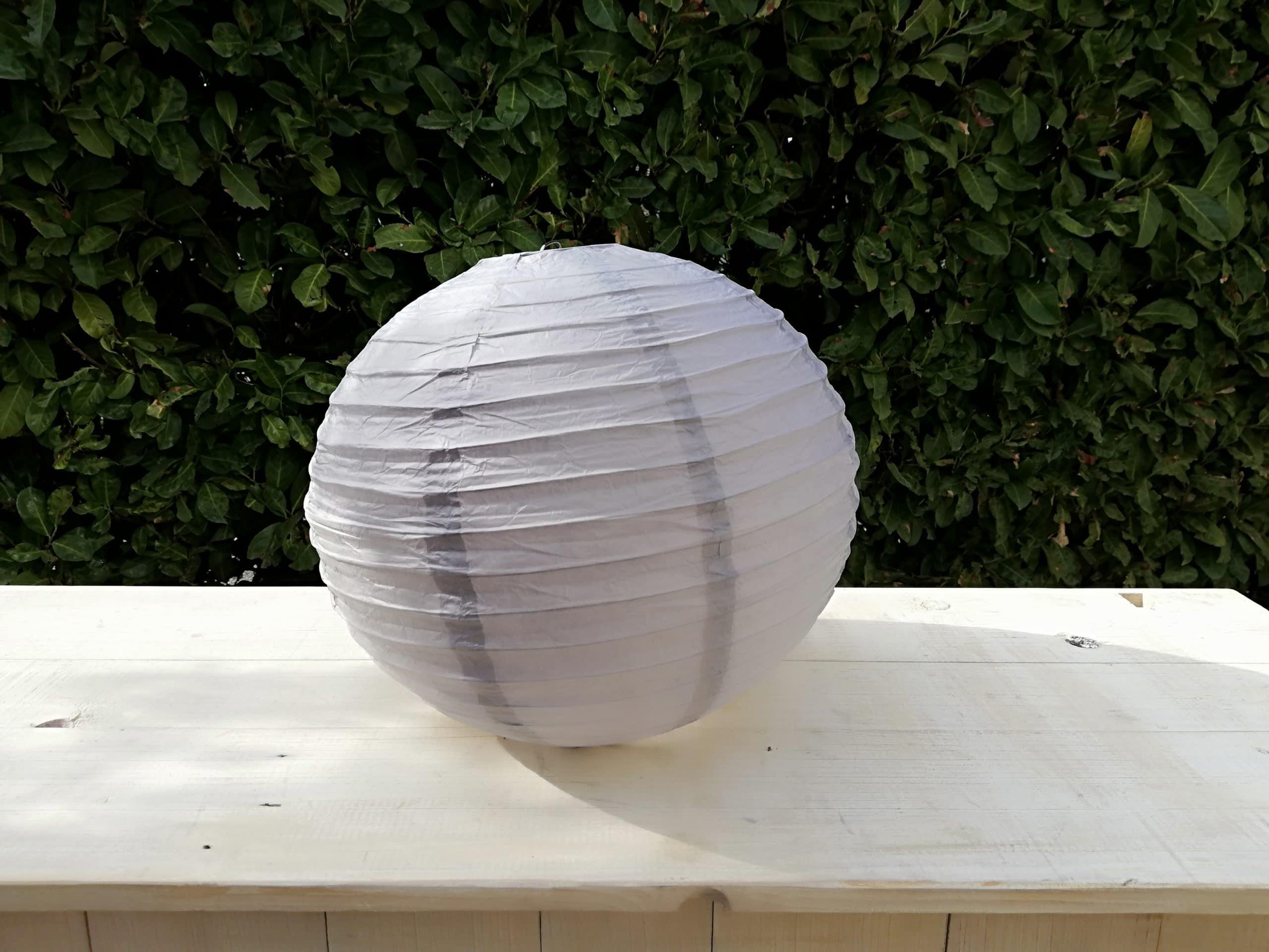 location de boules chinoises grises pour décoration de mariage proposées par esprit pop'up