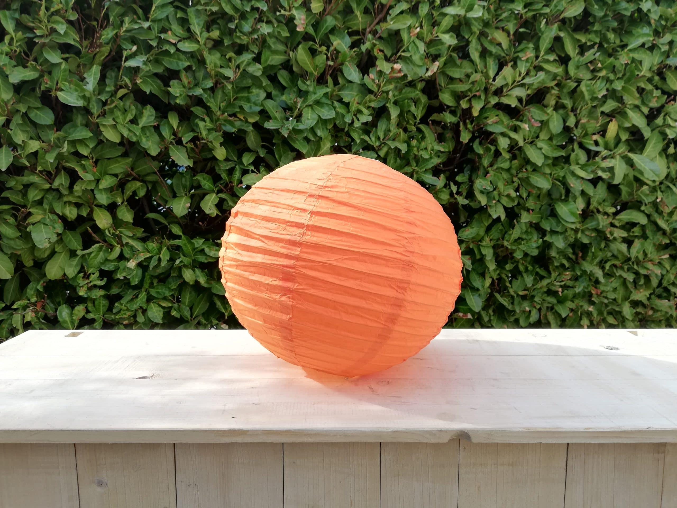 location de boules chinoises orange pour décoration de mariage proposées par esprit pop'up