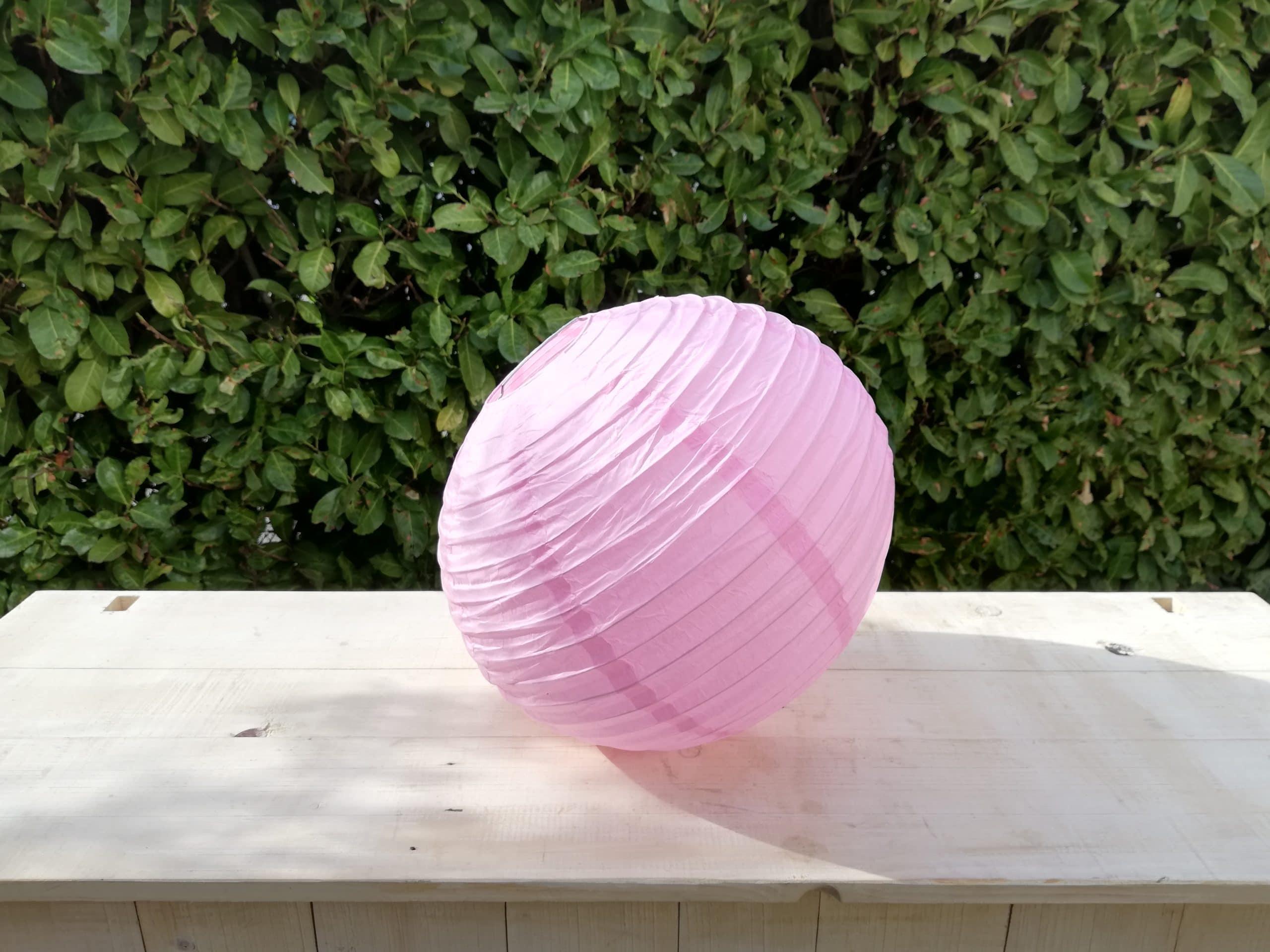 location de boules chinoises rose pâle pour décoration de mariage proposées par esprit pop'up