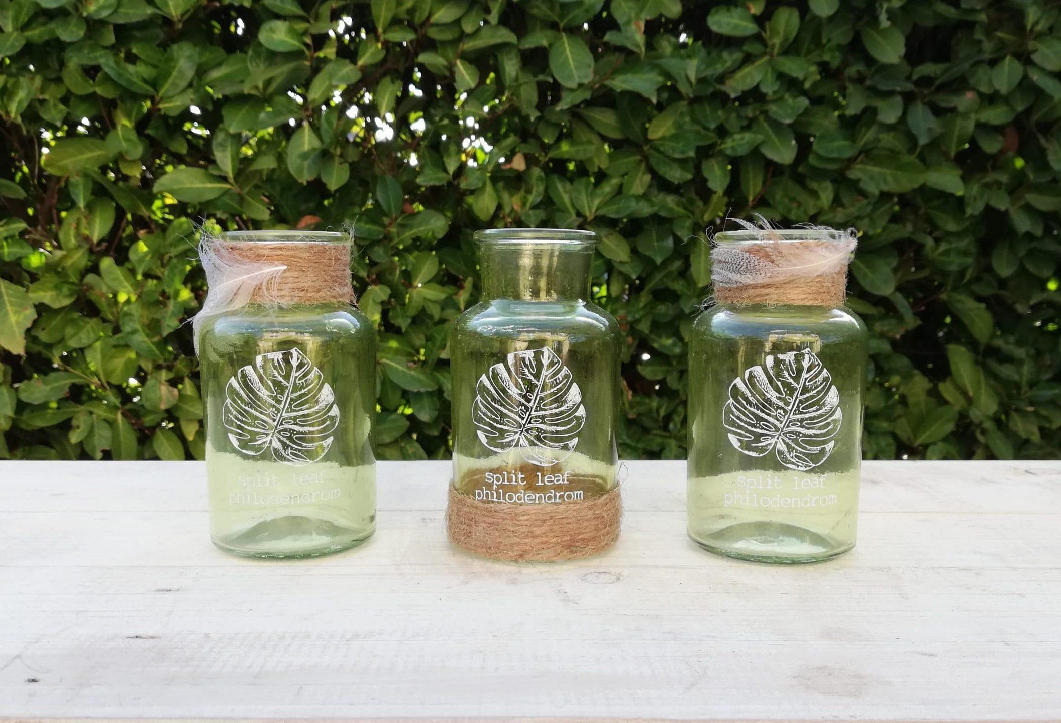 Petites bouteilles en verre pour la décoration de votre mariage proposées à la location par esprit pop'up
